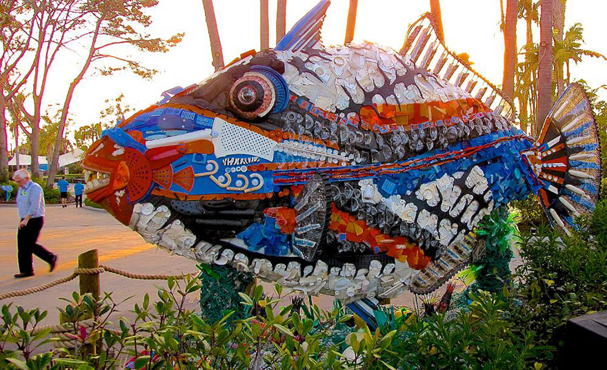 sculture-plastica-riciclata-rifiuti-spazzatura-spiagge-washed-ashore-08
