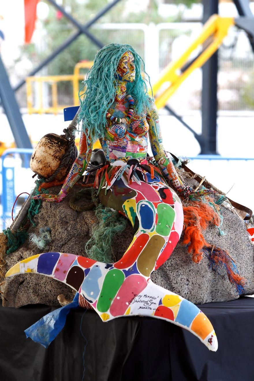 sculture-plastica-riciclata-rifiuti-spazzatura-spiagge-washed-ashore-11
