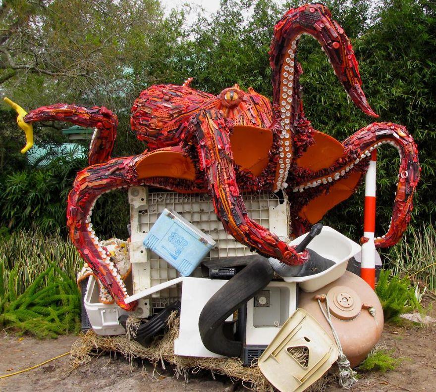 sculture-plastica-riciclata-rifiuti-spazzatura-spiagge-washed-ashore-12