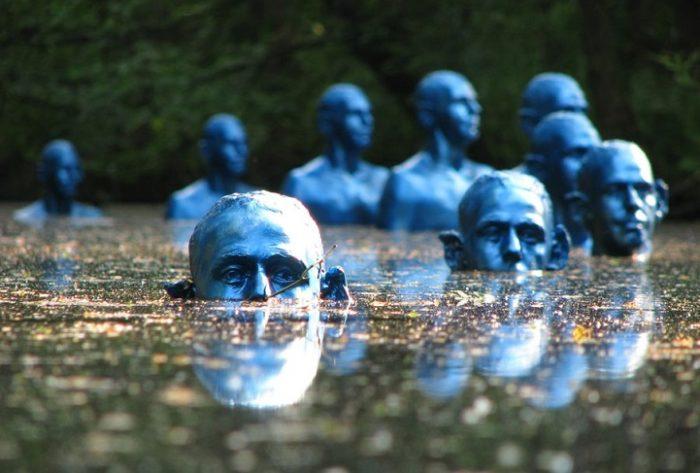 sculture-uomini-blu-cambiamenti-climatici-arte-pedro-marzorati-01