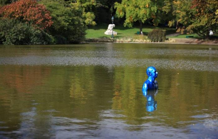 sculture-uomini-blu-cambiamenti-climatici-arte-pedro-marzorati-04