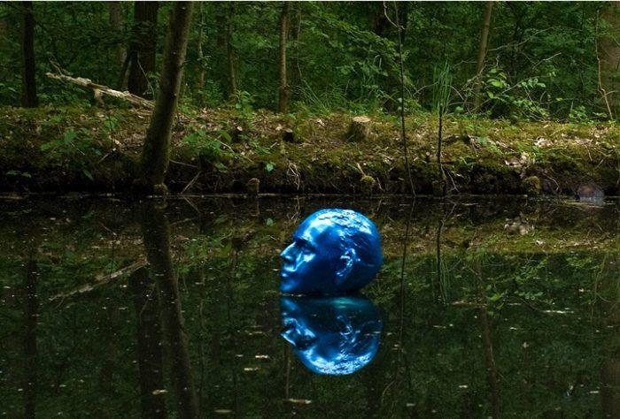 sculture-uomini-blu-cambiamenti-climatici-arte-pedro-marzorati-06