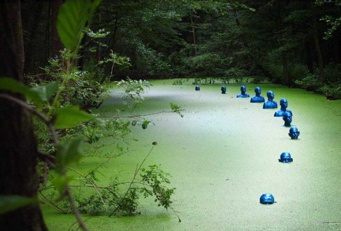 sculture-uomini-blu-cambiamenti-climatici-arte-pedro-marzorati-07