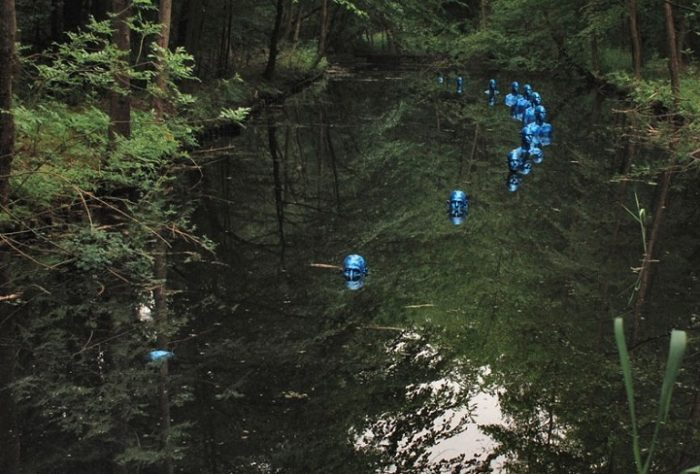 sculture-uomini-blu-cambiamenti-climatici-arte-pedro-marzorati-08
