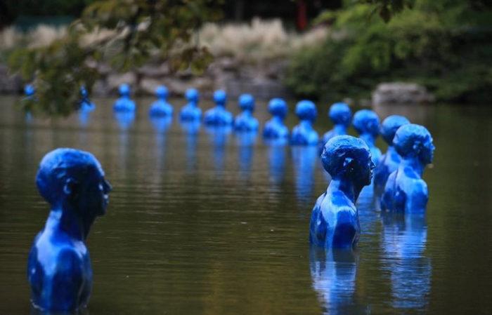 sculture-uomini-blu-cambiamenti-climatici-arte-pedro-marzorati-09
