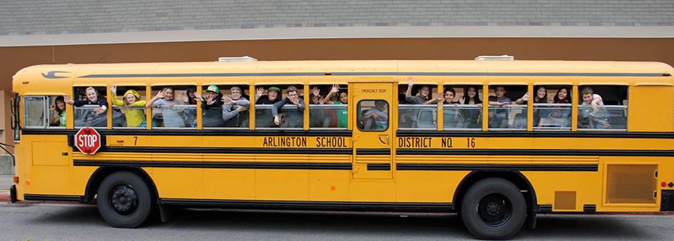scuolabus-bambini-vecchietta-finestra-louise-edlen-4