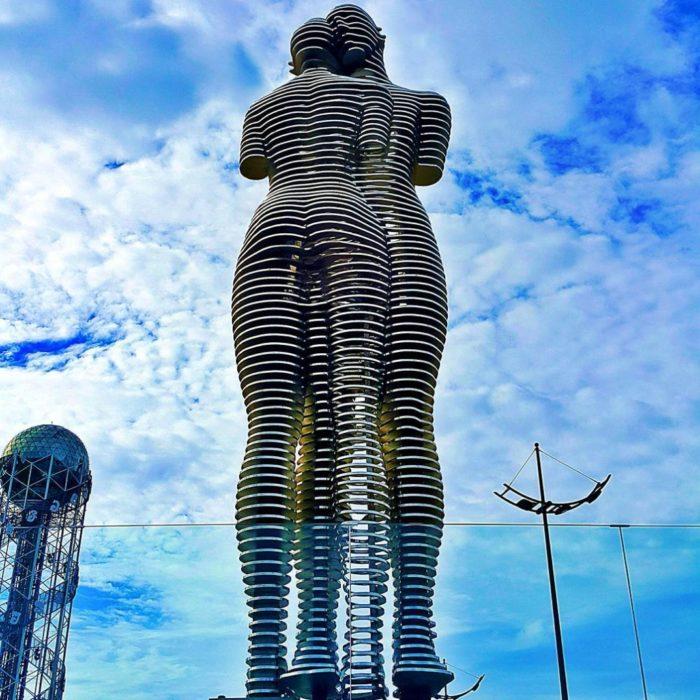statue-uomo-donna-storia-amore-ali-nino-tamara-kvesitadze-georgia-2