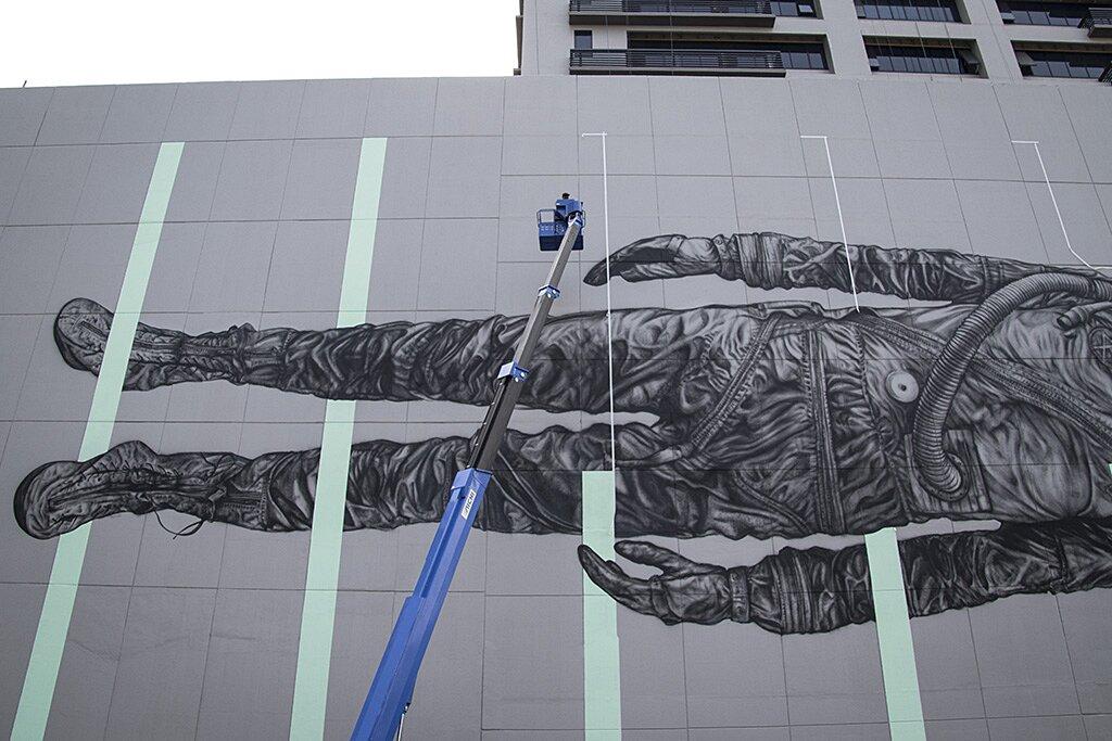 street-art-astronauta-between-the-lines-cyrcle-02