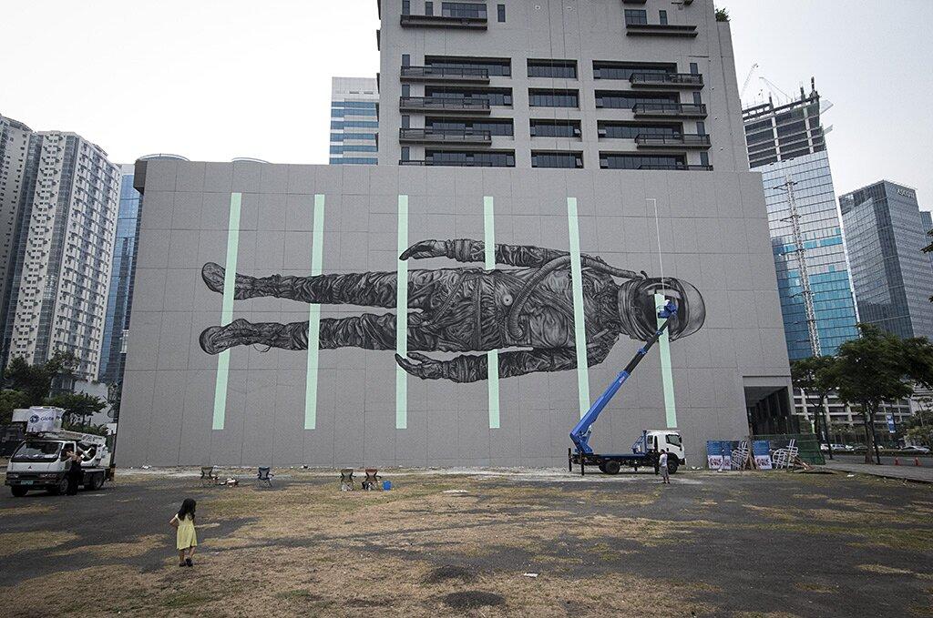 street-art-astronauta-between-the-lines-cyrcle-03