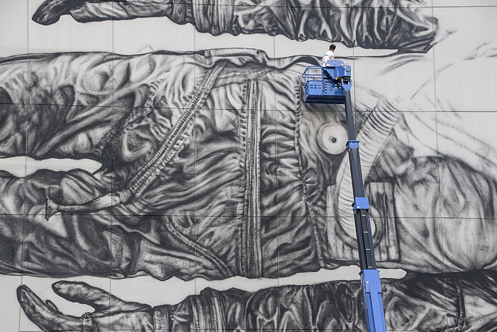 street-art-astronauta-between-the-lines-cyrcle-05