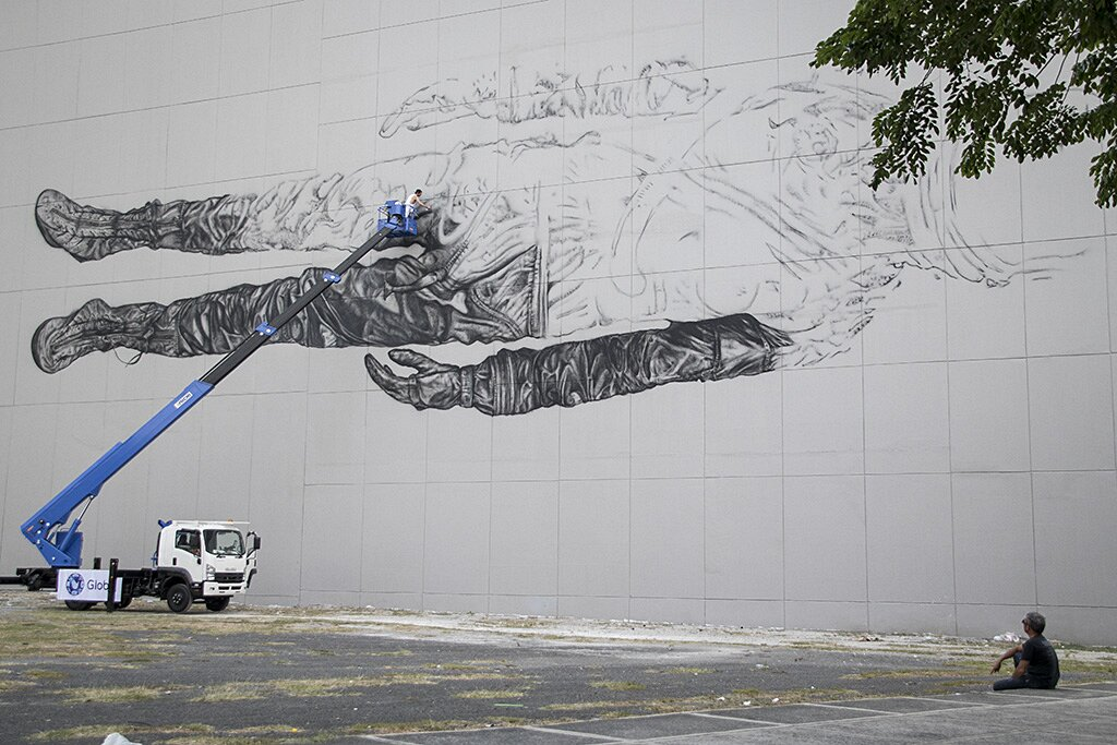 street-art-astronauta-between-the-lines-cyrcle-07
