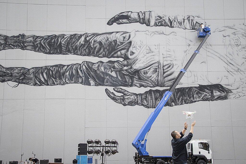 street-art-astronauta-between-the-lines-cyrcle-09