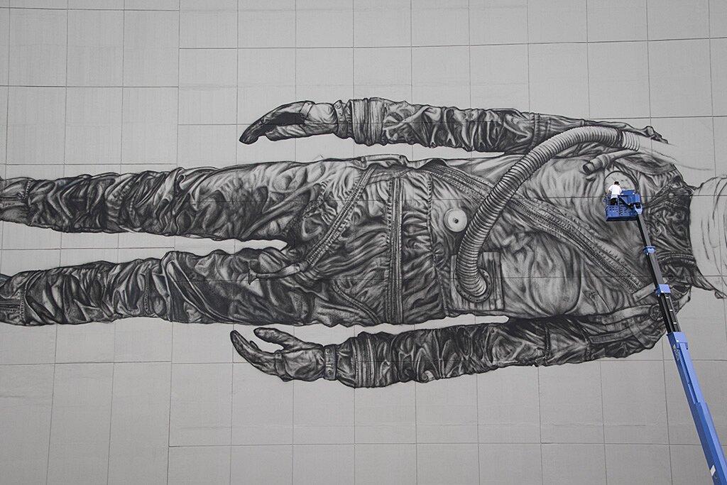 street-art-astronauta-between-the-lines-cyrcle-11