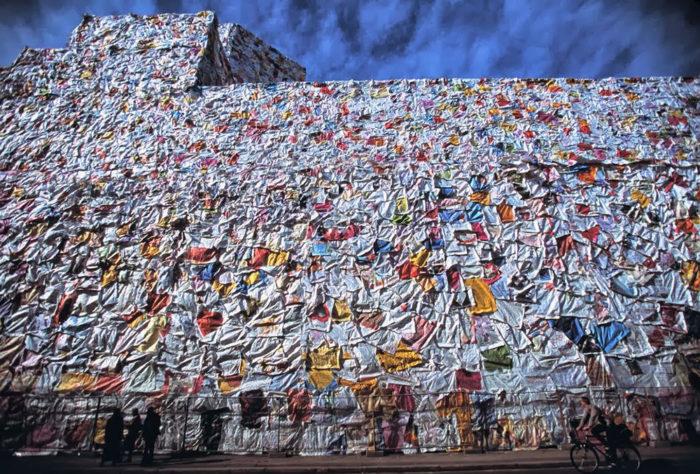 street-art-lettere-amore-berlino-ha-schult-04