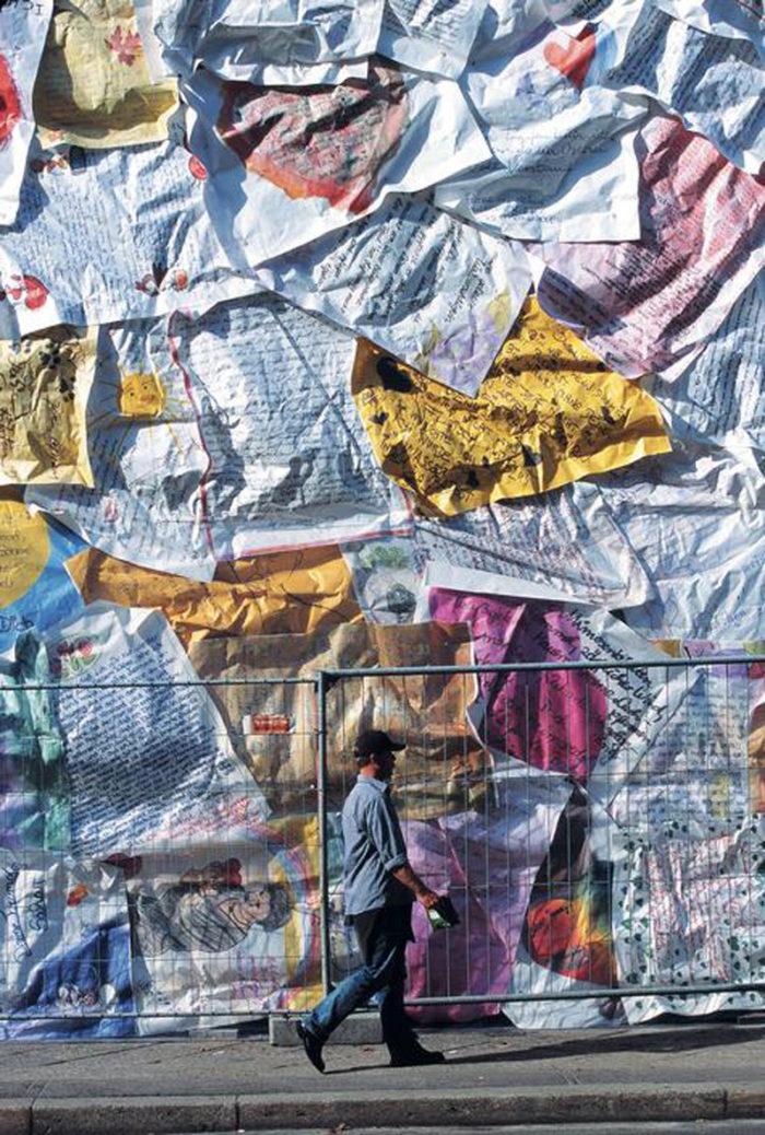 street-art-lettere-amore-berlino-ha-schult-05