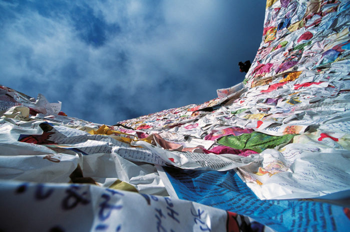 street-art-lettere-amore-berlino-ha-schult-09