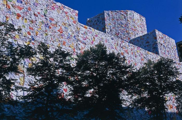 street-art-lettere-amore-berlino-ha-schult-10