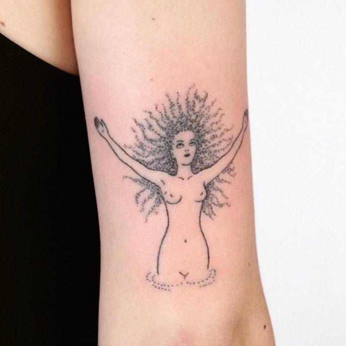 tatuaggi-minimalisti-mistici-astrologia-tatiana-kartomten-08