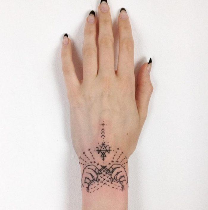tatuaggi-minimalisti-mistici-astrologia-tatiana-kartomten-14