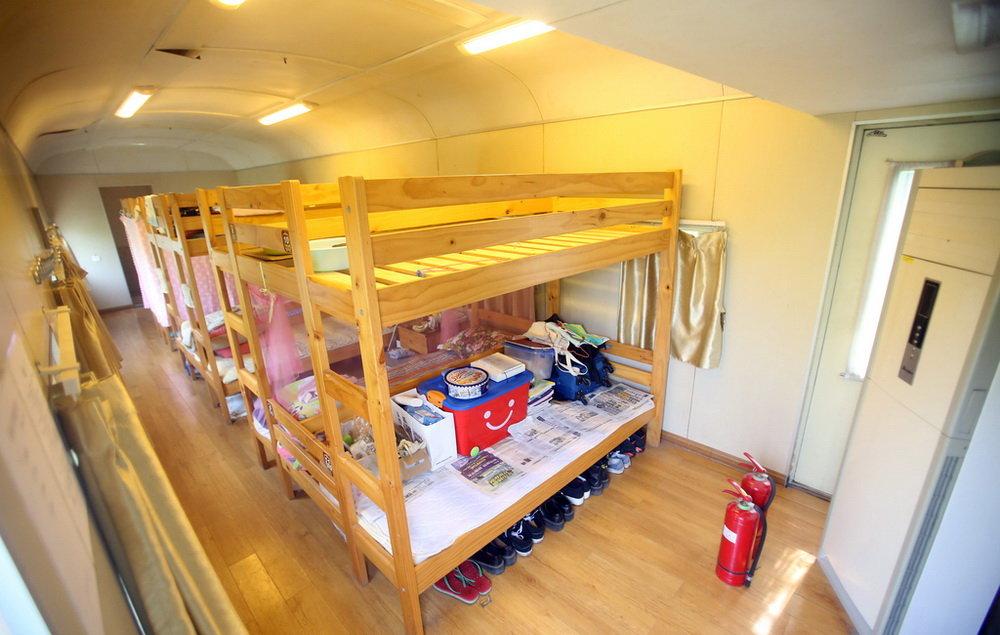 treno-abbandonato-casa-studenti-dormitorio-cina-zhengzhou-4