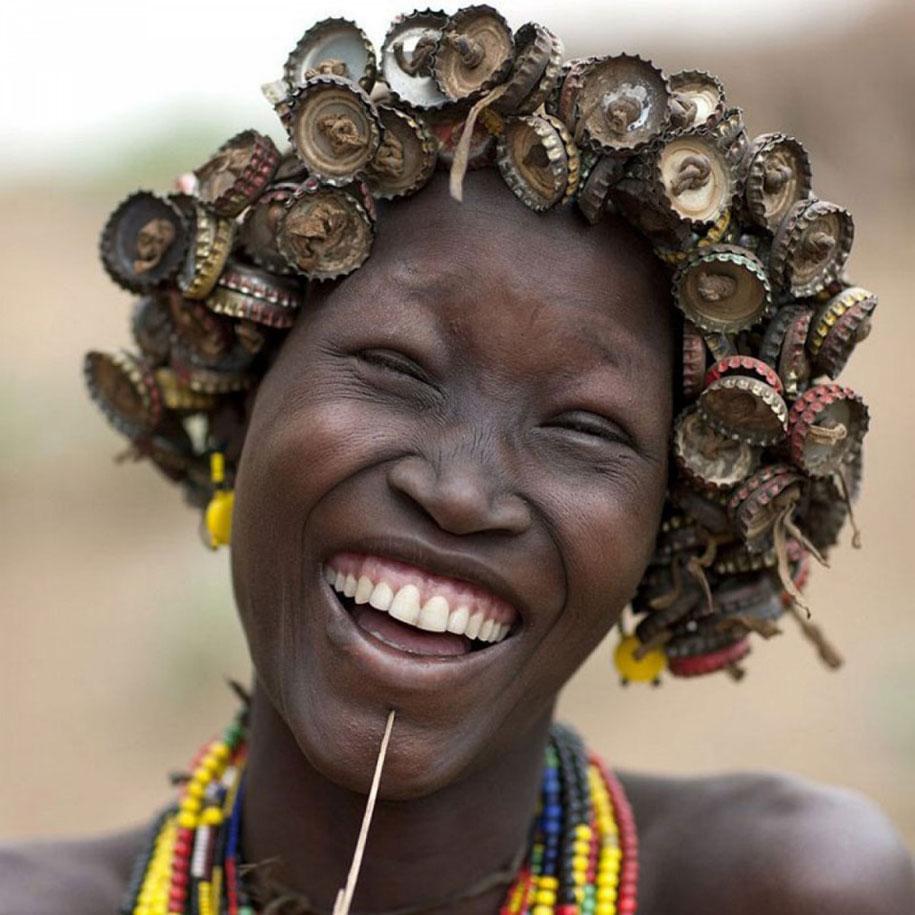 tribù-daasanach-ricicla-rifiuti-gioielli-testa-eric-lafforgue-etiopia-01