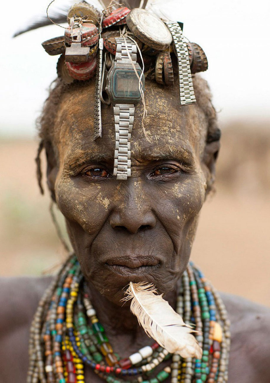 tribù-daasanach-ricicla-rifiuti-gioielli-testa-eric-lafforgue-etiopia-04