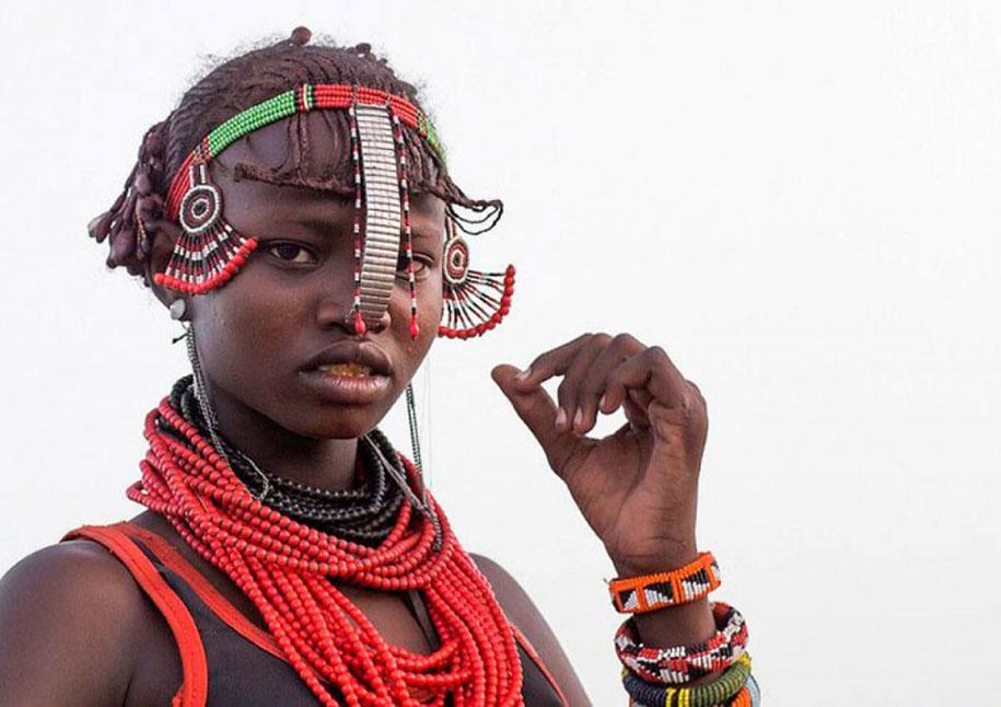 tribù-daasanach-ricicla-rifiuti-gioielli-testa-eric-lafforgue-etiopia-05