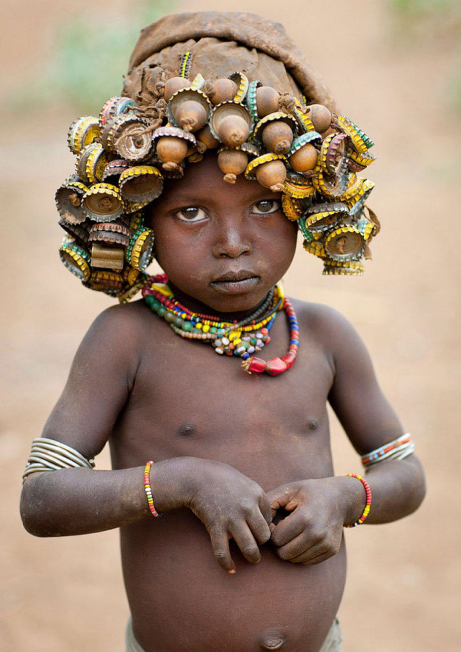 tribù-daasanach-ricicla-rifiuti-gioielli-testa-eric-lafforgue-etiopia-06
