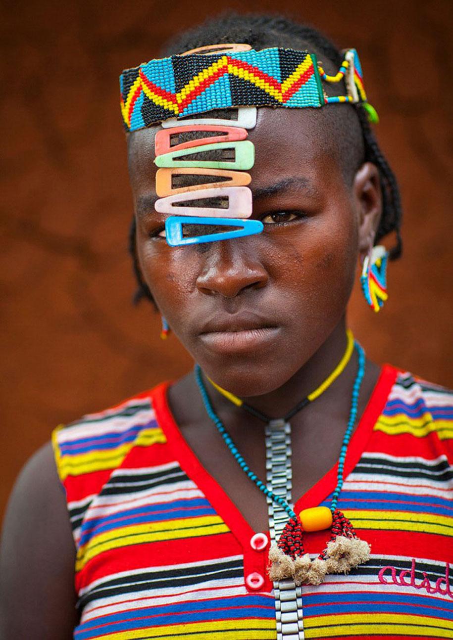 tribù-daasanach-ricicla-rifiuti-gioielli-testa-eric-lafforgue-etiopia-07
