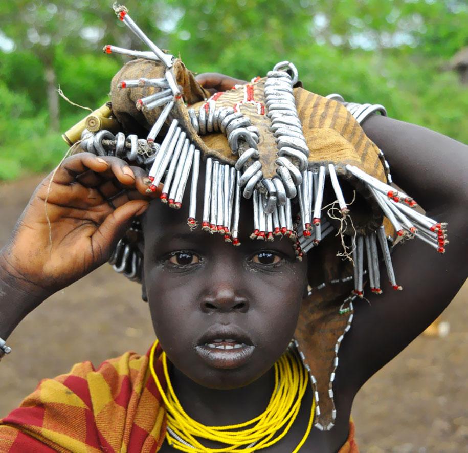 tribù-daasanach-ricicla-rifiuti-gioielli-testa-eric-lafforgue-etiopia-08