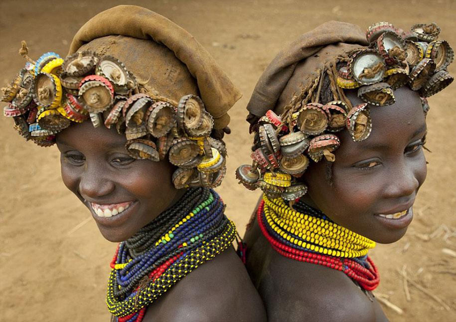 tribù-daasanach-ricicla-rifiuti-gioielli-testa-eric-lafforgue-etiopia-12
