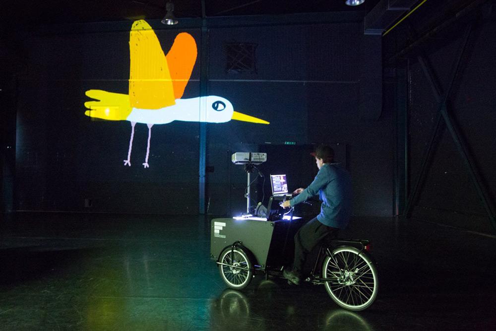 tricicli-proiezioni-street-art-vj-suave-ygor-marotta-ceci-soloaga-4