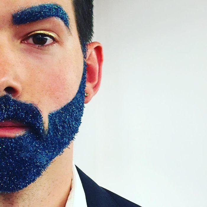 La moda natalizia della barba con i brillantini keblog for Immagini con i brillantini