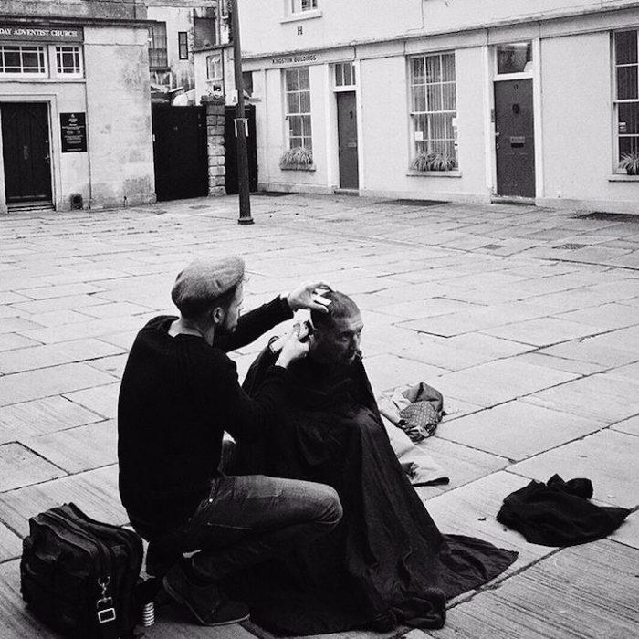 barbiere-taglia-capelli-gratis-senzatetto-joshua-coombes-02