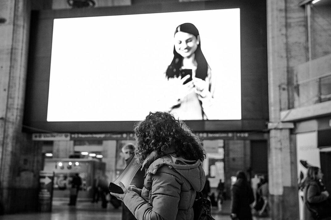 dipendenza-cellulari-social-network-smartphone-fotografia-max-cavallari-06