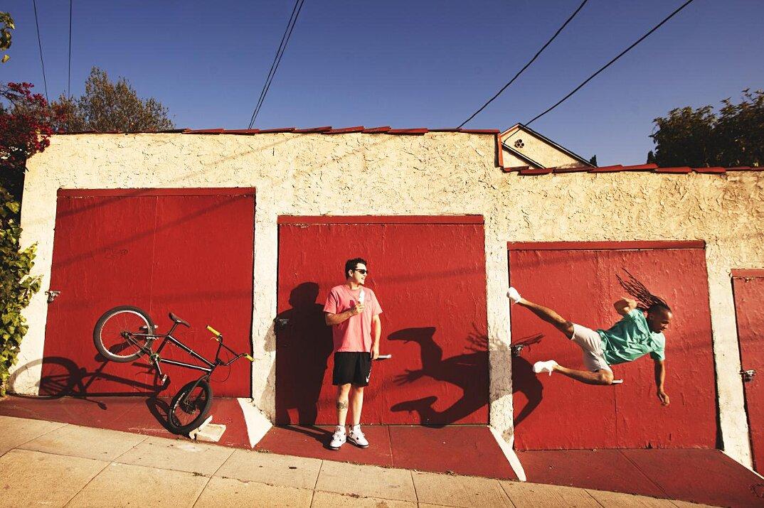fotografia-grottesca-surreale-gravita-mike-dempsey-09