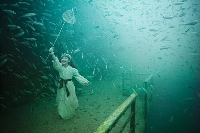 fotografia-surreale-sotto-acqua-05