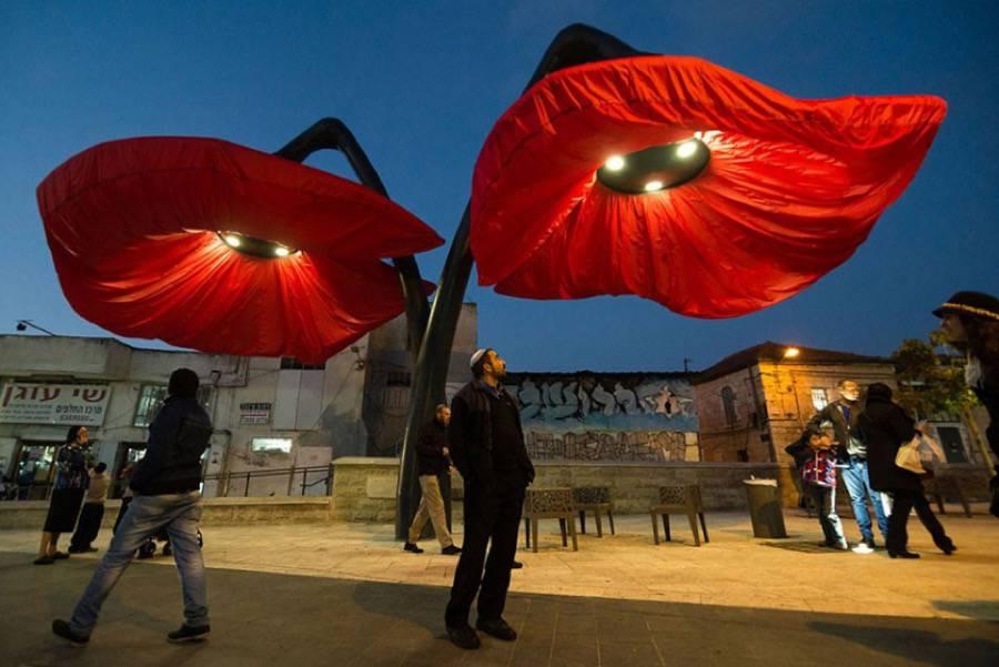 installazione-interattiva-fiori-giganti-gerusalemme-hqarchitects-1