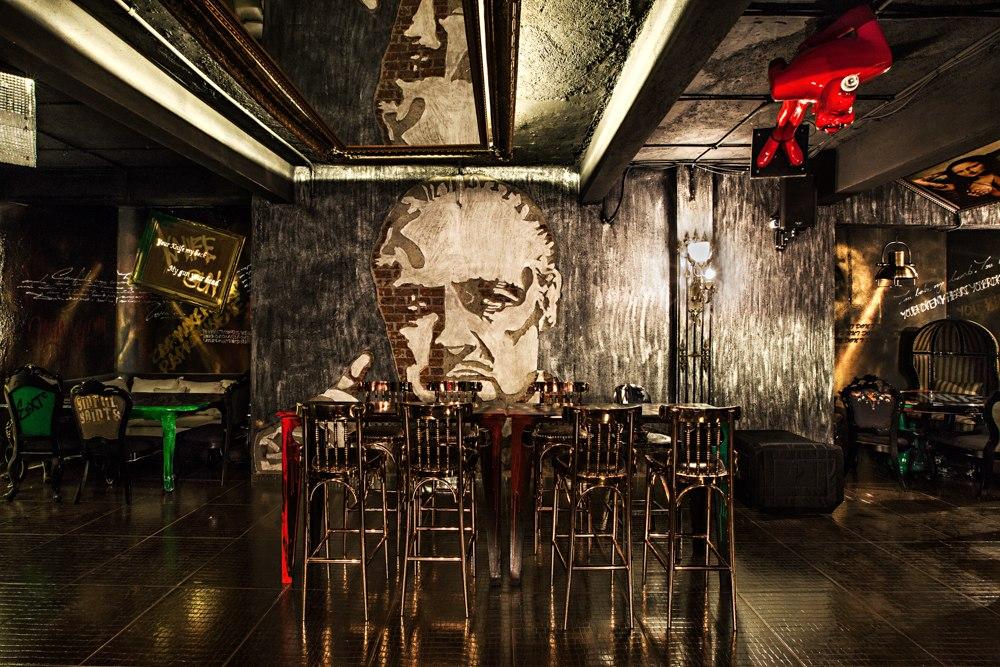 locale-bar-caffe-mumbai-india-ganster-mafiosi-cinema-01
