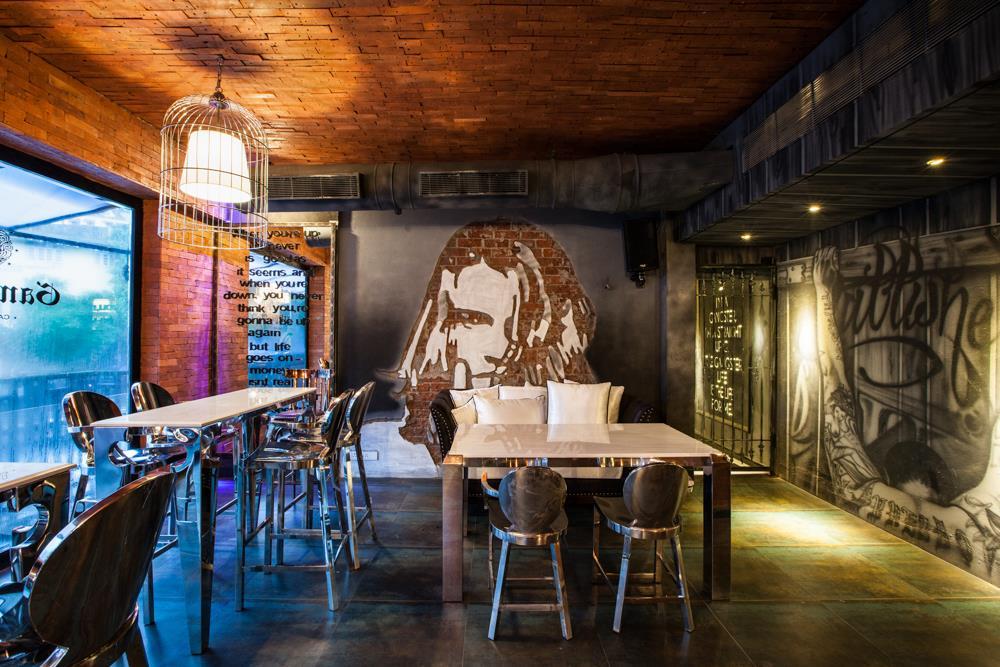 locale-bar-caffe-mumbai-india-ganster-mafiosi-cinema-02