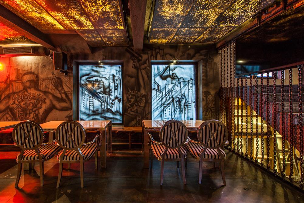 locale-bar-caffe-mumbai-india-ganster-mafiosi-cinema-03