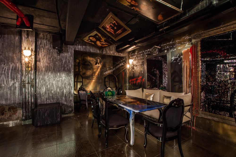 locale-bar-caffe-mumbai-india-ganster-mafiosi-cinema-05