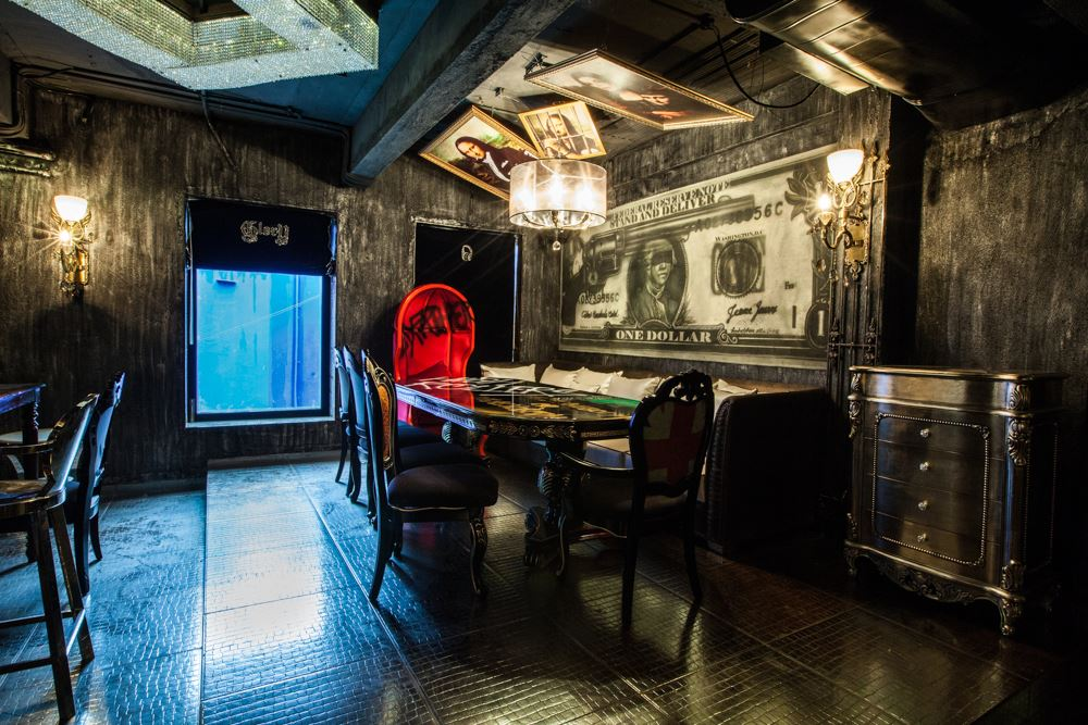 locale-bar-caffe-mumbai-india-ganster-mafiosi-cinema-10