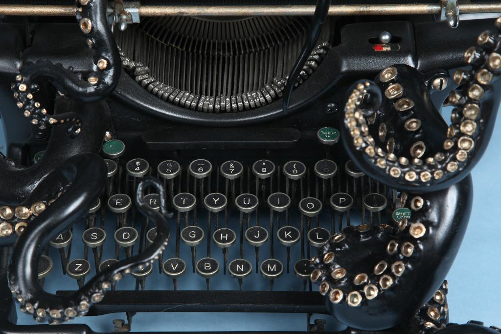macchina-da-scrivere-vintage-underwood-1938-tentacoli-scultura-arte-courtney-brown-2