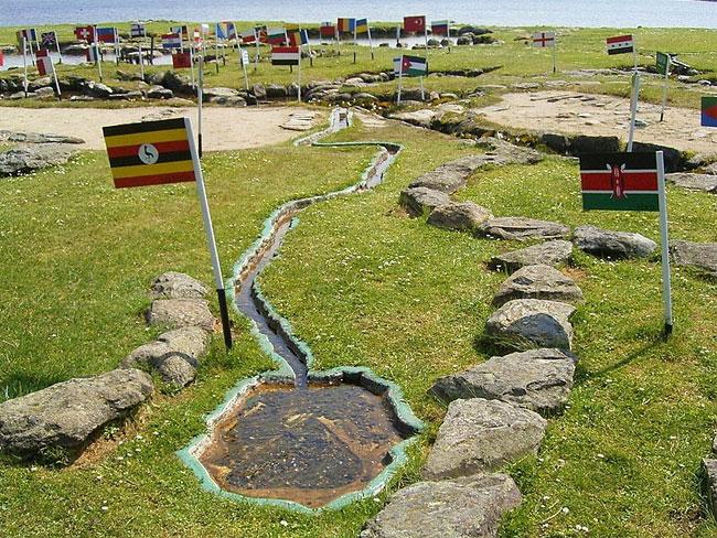 mappa-mondo-terreno-lago-klejtrup-danimarca-4