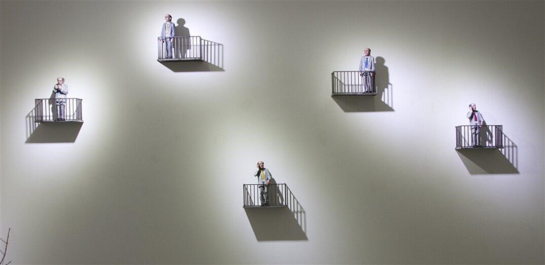 miniature-satira-societa-urban-inertia-isaac-cordal-07