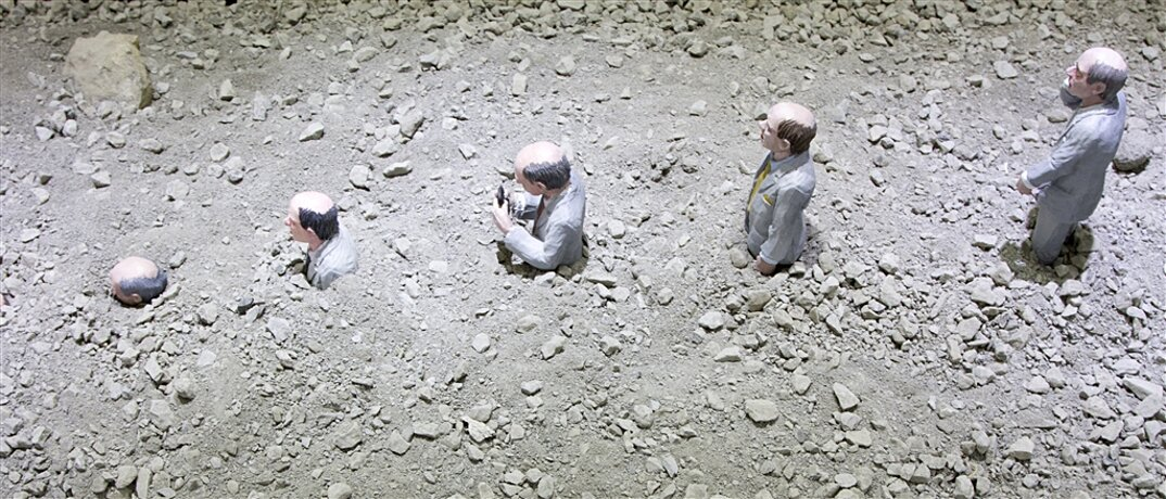 miniature-satira-societa-urban-inertia-isaac-cordal-08
