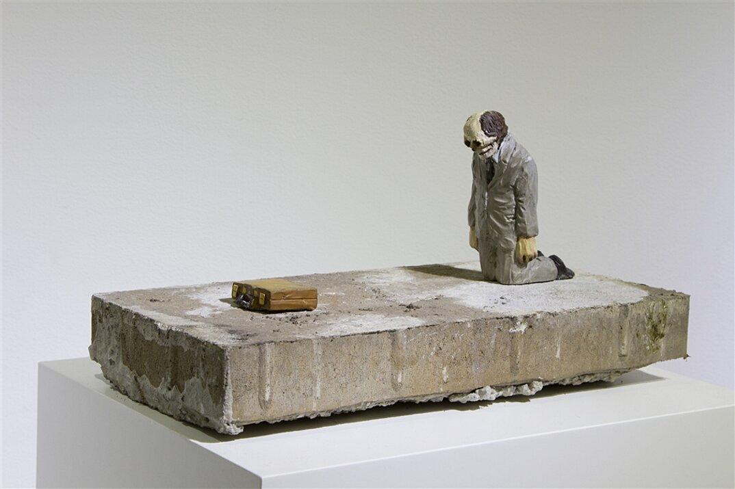 miniature-satira-societa-urban-inertia-isaac-cordal-09
