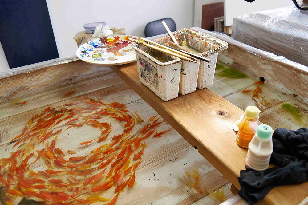 pesci-rossi-dipinti-strati-resina-iperrealismo-riusuke-fukahori-04