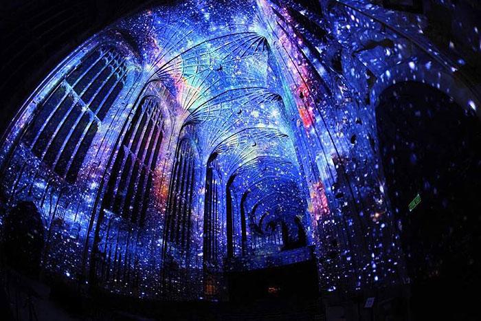 proiezioni-digitali-chiesa-cambridge-miguel-chevalier-2